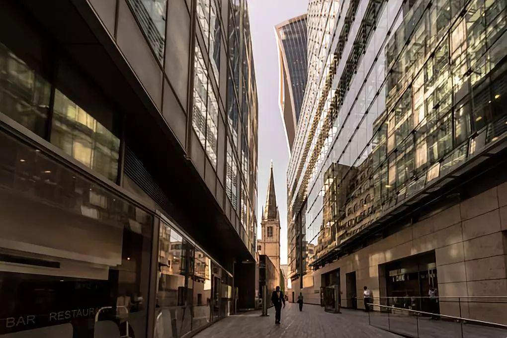 """因小額借款公司放貸行為引發的糾紛,是否適用""""民間借貸規定""""?"""